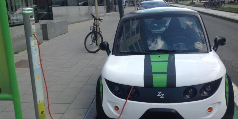 Η Βρετανία ανοίγει δρόμο για ηλεκτρικά οχήματα και πράσινη αεροπλοΐα
