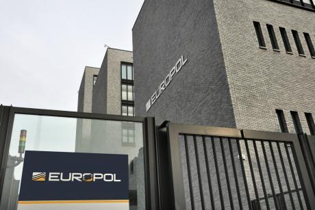 Για αυτοκίνητα βόμβες από το ISIS προειδοποιεί η Europol