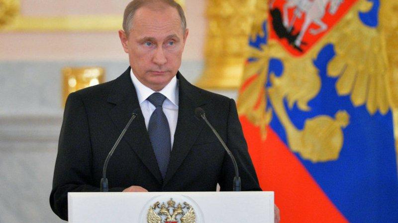 Ο Πούτιν περιορίζει την αντιδυτική ρητορική, αναμένοντας τον Τραμπ