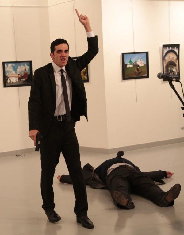 Νεκρός ο Ρώσος πρέσβης στην Άγκυρα από πυρά αγνώστου