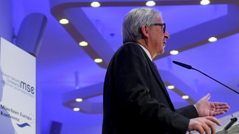 Γιούνκερ: H ΕΕ δεν θα πρέπει να υποκύψει στις απαιτήσεις του Τραμπ για το ΝΑΤΟ